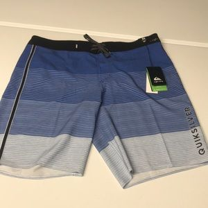🆕 QUICKSILVER Mens 36 Blue Boardshorts NWT